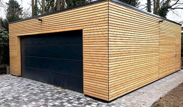 Bau eines Carports aus Holz.